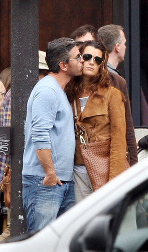 Cote de Pablo fond d'écran containing sunglasses and a rue called cote