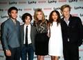 elenco na premiere da revista lucky da emily van camp - revenge photo