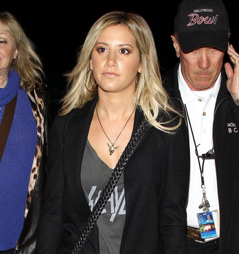 may 4th - leaving the hollywood bowl with her parents after the coldplay concert - ashley-tisdale Photo