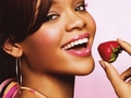 rihanna covergirl strawberry
