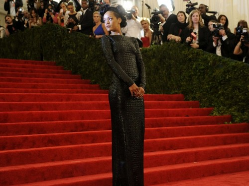 rihanna met ball dress - rihanna Wallpaper