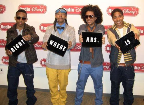 Mindless Behavior achtergrond titled :)