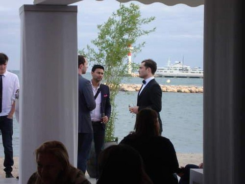 Ed Westwick fond d'écran containing a business suit called 65th Annual Cannes Film Festival - May 19, 2012.