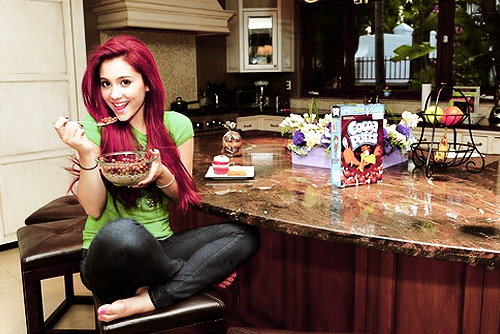 Ariana - Cat - victorious Photo