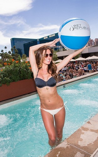 Audrina @ the MGM Grand Pool Hotel - audrina-patridge Photo