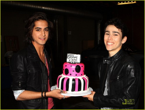Avan Jogia presesnt keke's birthday cake! - keke-palmer Photo