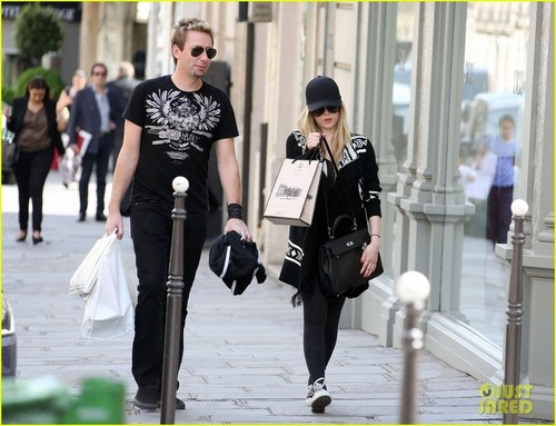Avril Lavigne & Chad Kroeger: Parisian Pair - avril-lavigne Photo