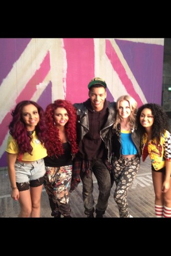 """Behind the scenes of Little Mix's muziek video for new single """"Wings""""(?)."""