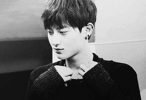 Tao wallpaper entitled Black and white 2
