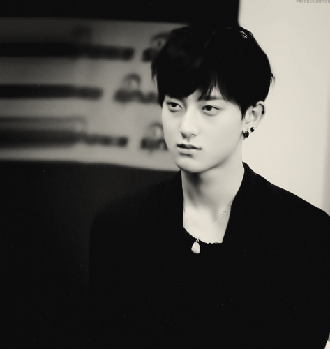 Tao 壁紙 possibly containing a business suit and a well dressed person titled Black and white