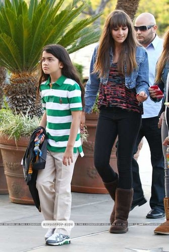 Blanket Jackson and Paris Jackson  - prince-michael-jackson Photo
