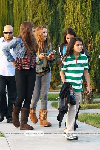 Blanket Jackson with his sister Paris Jackson and Paris's Friends