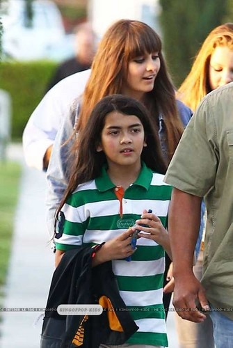 Blanket Jackson with his sister Paris Jackson in Calabasas ♥
