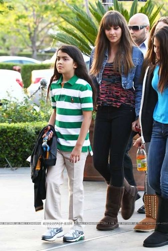 Blanket Jackson with his sister Paris and Paris's friends in Calabasas - blanket-jackson Photo