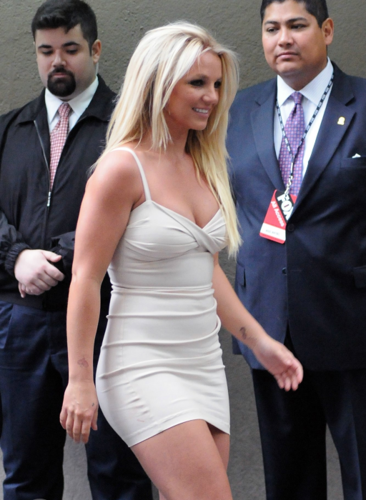 Britney - Upfront 여우 (Arrive & Backstage) - May 14, 2012