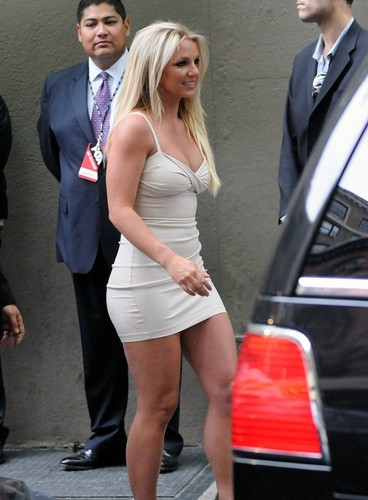 Britney - Upfront zorro, fox (Arrive & Backstage) - May 14, 2012