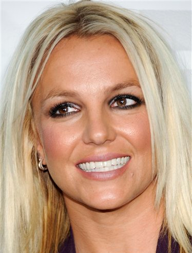 Бритни Спирс Обои with a portrait called Britney - X Factor лиса, фокс Upfront afterparty at Wollman Rink in Central Park - May 14, 2012