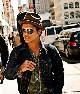 Bruno Mars fond d'écran possibly with a fedora, a green beret, and a boater entitled Bruno mars and Travis McCoy