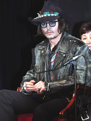 Johnny Depp wallpaper possibly with a business suit, a concert, and a green beret entitled Dark Shadows Japanese Press Conference