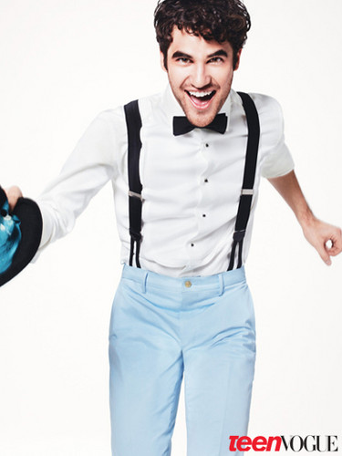 Darren Criss 壁紙 possibly containing long trousers, flannel, and スラックス entitled Darren