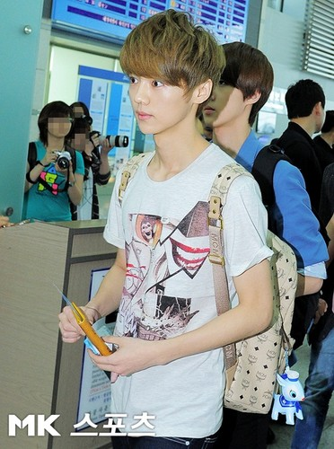 EXO-K & EXO-M at Incheon International Airport