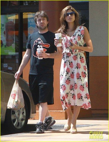 Eva Mendes: Starbucks Stop - eva-mendes Photo