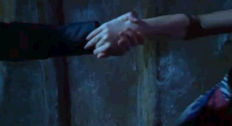 Fabina hand hold