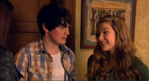 Fabina outside of Nina's room - the-house-of-anubis Photo