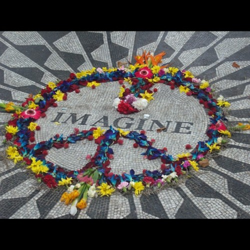 John Lennon پیپر وال containing a bouquet entitled Imagine