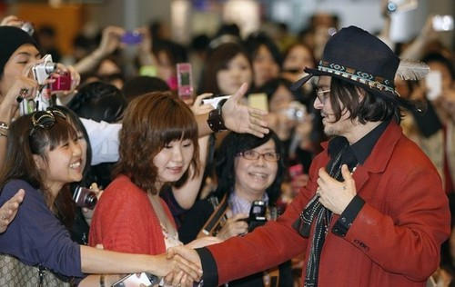 Johnny Depp wallpaper probably containing a fedora and a boater entitled JD in Tokyo Airport (11/05/2012)