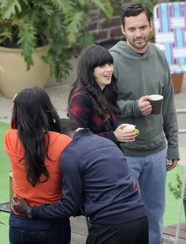 Jake & Zooey filming New Girl <333