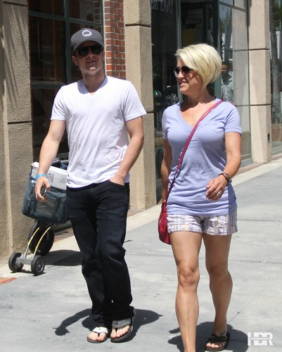 Josh leaving the doctor in Beverly Hills - josh-hutcherson Photo