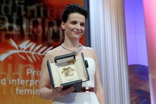 Juliette Binoche best Actress 2010 [Cannes Festival] <333