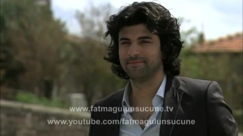 Fatmagül'ün Suçu Ne wallpaper with a business suit, a well dressed person, and a portrait called Kerim Ilgaz
