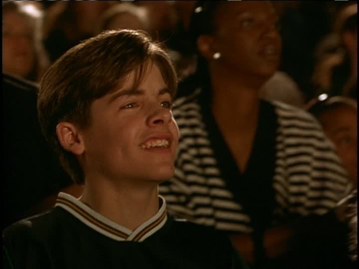 Kevin Zegers - air bud: golden receiver (1998)