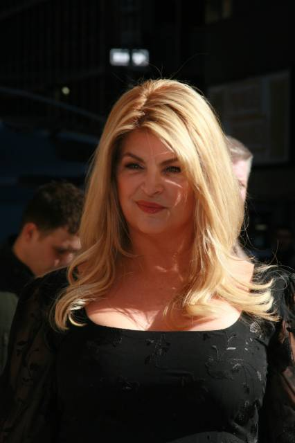 """Kirstie Alley makes an appearance on """"Late दिखाना with David Letterman"""""""