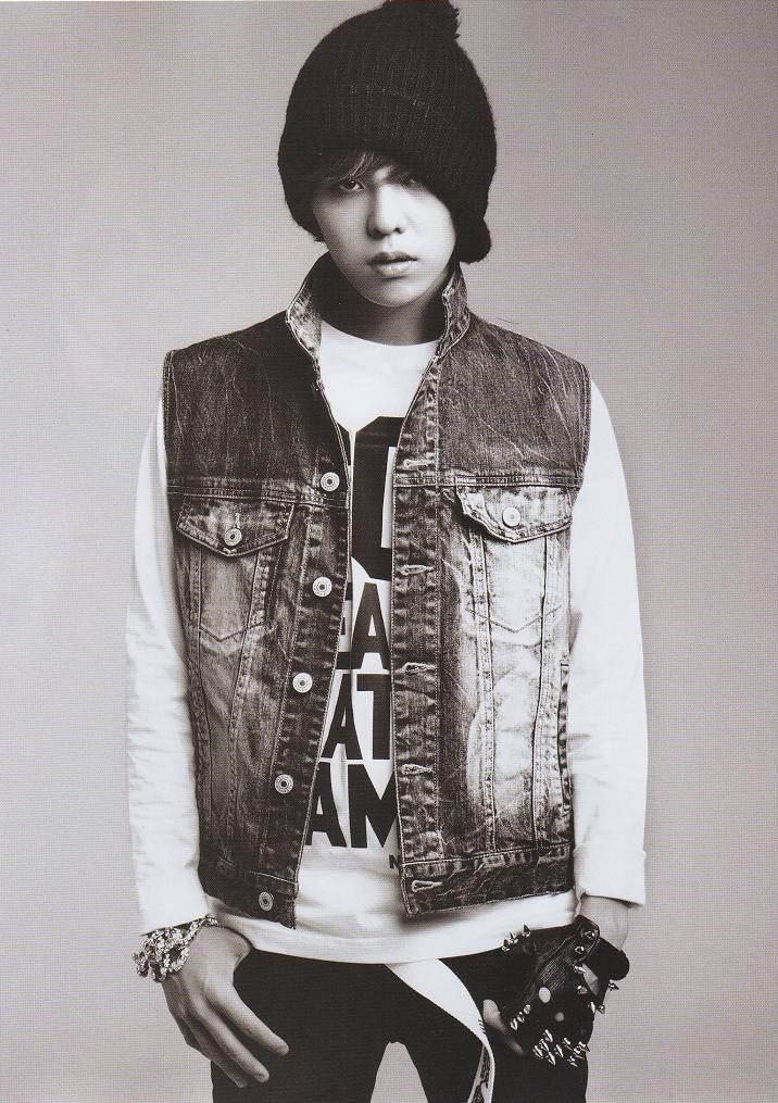 http://images5.fanpop.com/image/photos/30800000/Kwon-JiYong-kwon-jiyong-30879115-716-1015.jpg