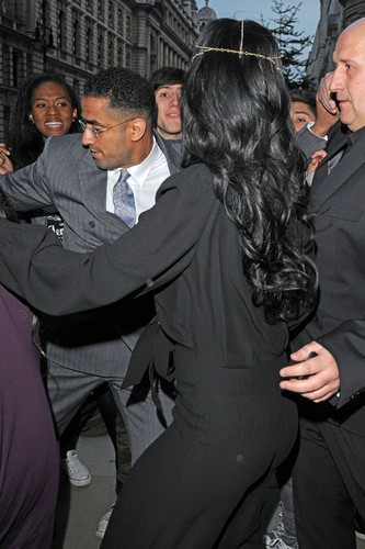 Leaving Her Hotel In London [19 May 2012]