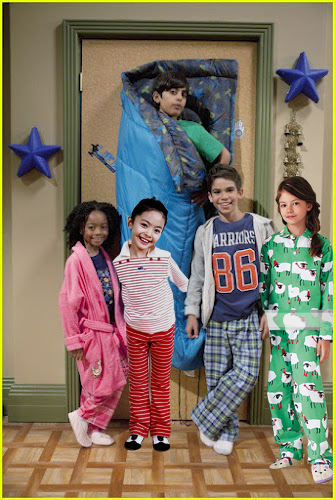 Mackenzie Foy With Cast of Jessie