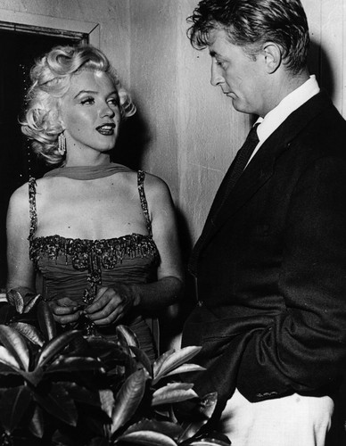 Marilyn Monroe and Robert Mitchum