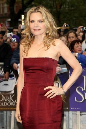 Michelle Pfeiffer - Dark Shadows Premiere 伦敦