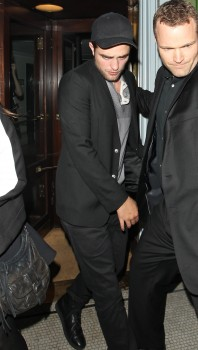 New Pics of Rob leaving A Londres Club Monday