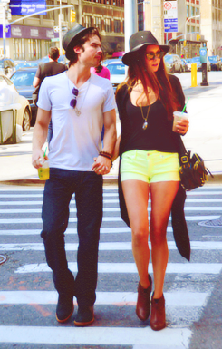Nian holding hands ♥