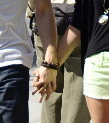 Nian♥holding hands♥
