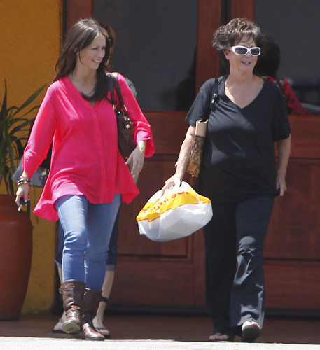Out For Lunch With Her Mom Patricia At El Torito In Burbank [12 May 2012]