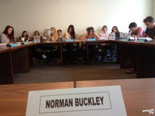 Pretty Little Liars - Season 3 - BTS picha from the Set
