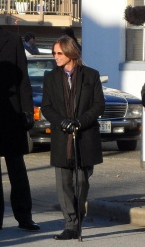 Robert Carlyle on OUAT set