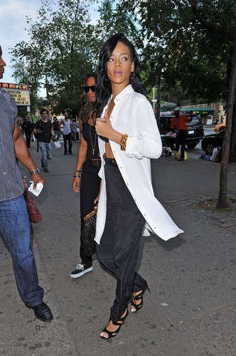 Shopping At Village Pop Piercing In West Village [13 May 2012] - rihanna Photo