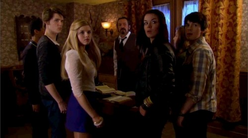 The House of Anubis wallpaper possibly with a strada, via and a drawing room entitled Sibuna