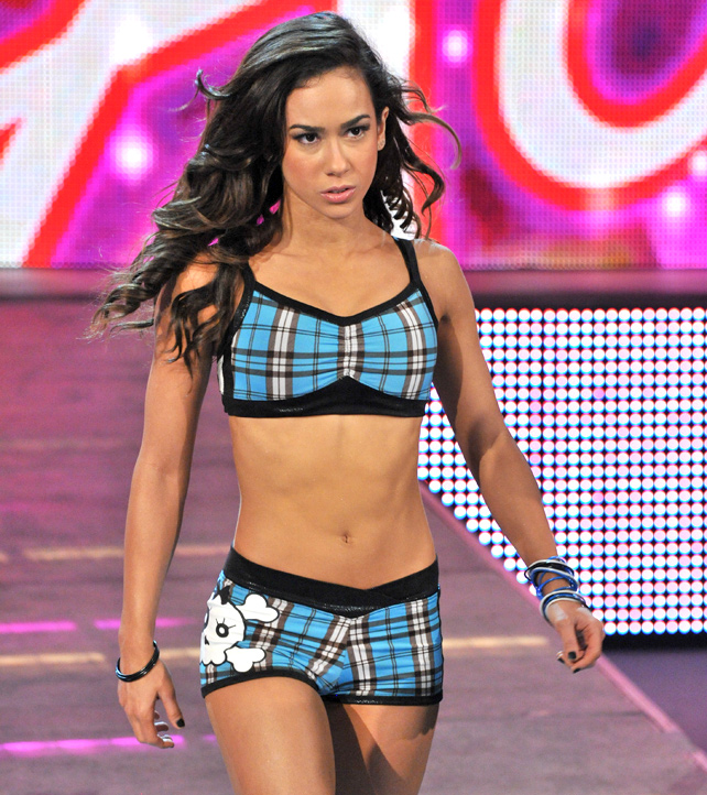 Smackdown-Digitals-5-11-12-aj-lee-308157
